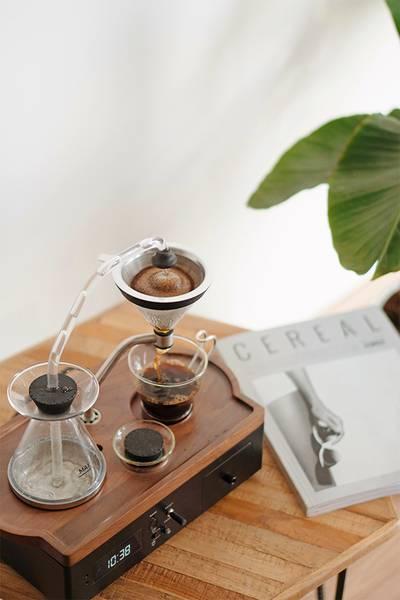 Image of Joy Resolve Barisieur Tea & Coffee Alarm Clock on location