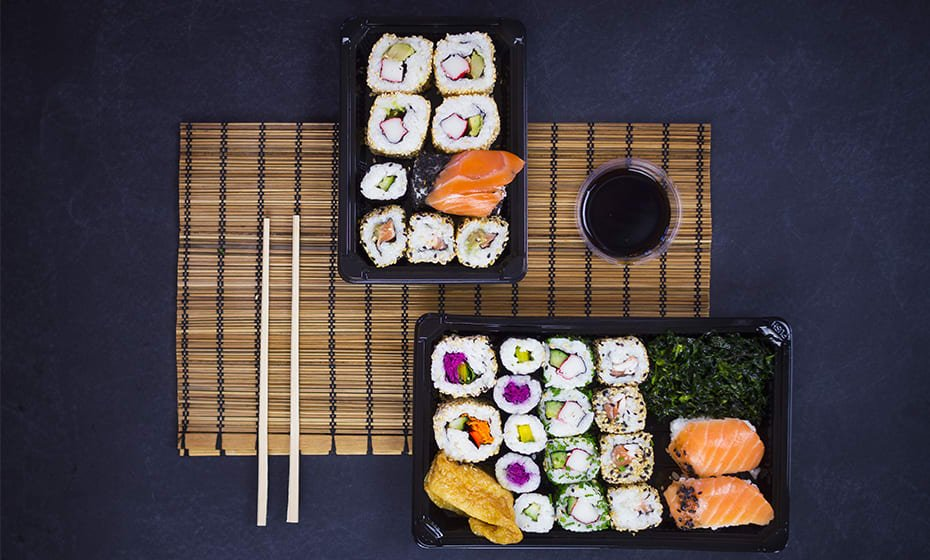#4 PLA sushi combo black tray & clear lid 24.5 x 15 x 4cm