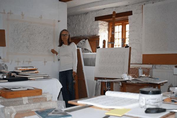 artist Fiona Robinson in her studio