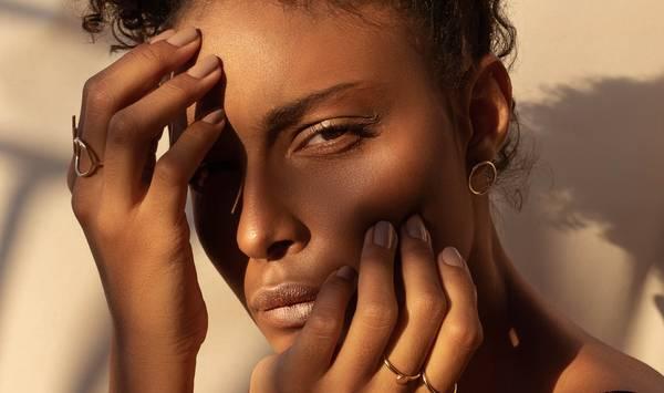Nude eyeshadow makeup