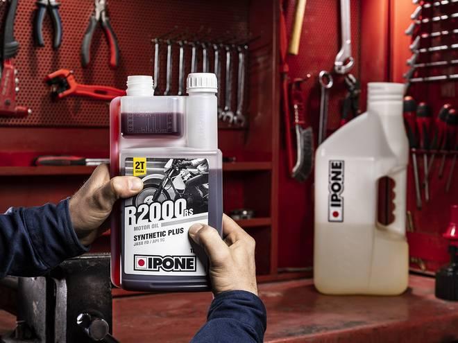 IPONE R2000RS bidon doseur huile moteur pour motos 2 temps