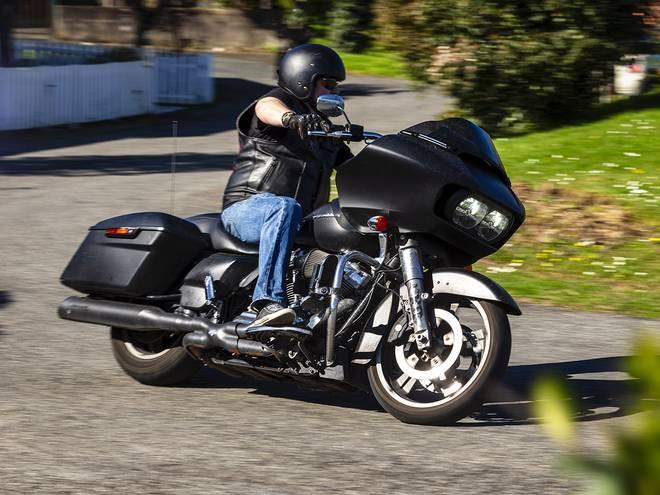 Moto ancienne sur route