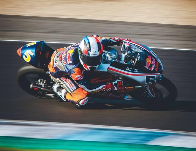 Moto sur circuit en compétition RED BULL MOTOGP ROOKIES CUP