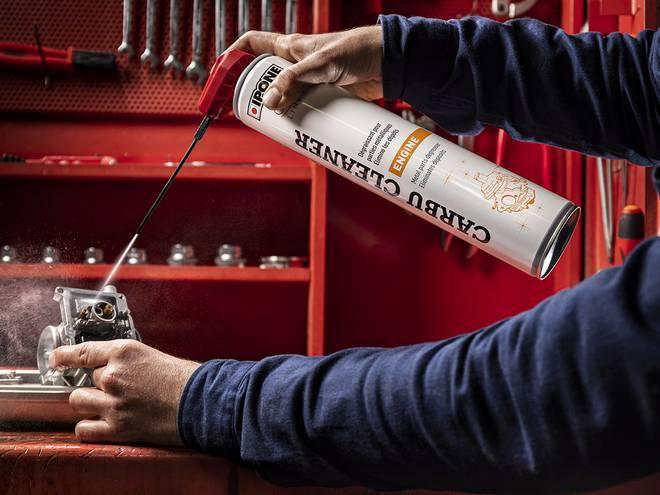 Carbu cleaner nettoyant carburateur ipone en utilisation