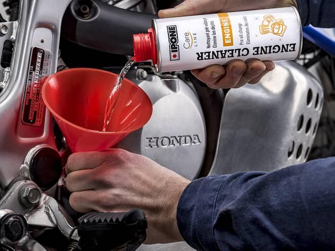 Engine Cleaner nettoyant moteur ipone en utilisation