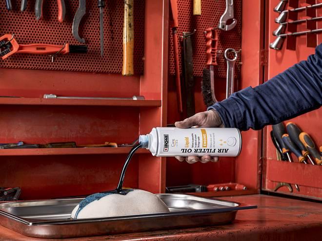 Air filter oil liquid huile pour filtres à air en utilisation