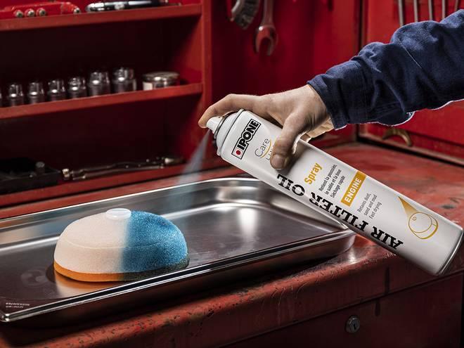 Air filter oil spray huile pour filtres à air en utilisation