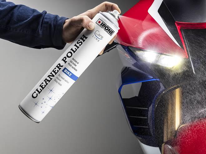 Nettoyage d'une moto avec produit CLEANER POLISH IPONE