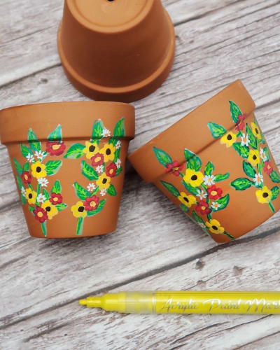 Paint Plant Pots Using Acrylic Paint Pens