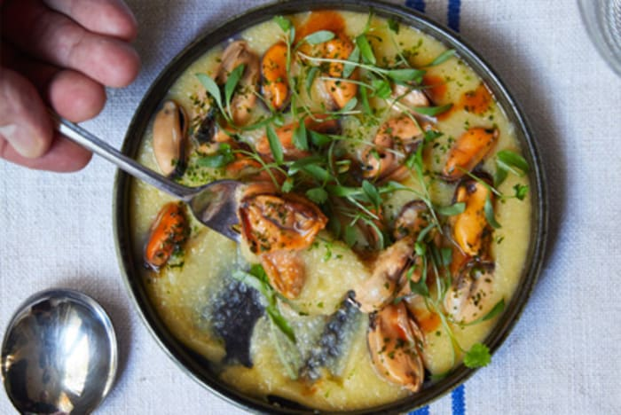 Mussels Xerem with Coriander recipe image