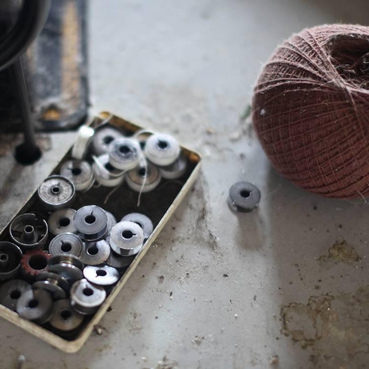 Weaving on Handlooms_3_750x750.jpg