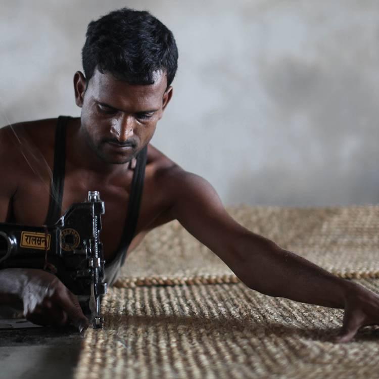 Weaving on Handlooms_4_750x750.jpg