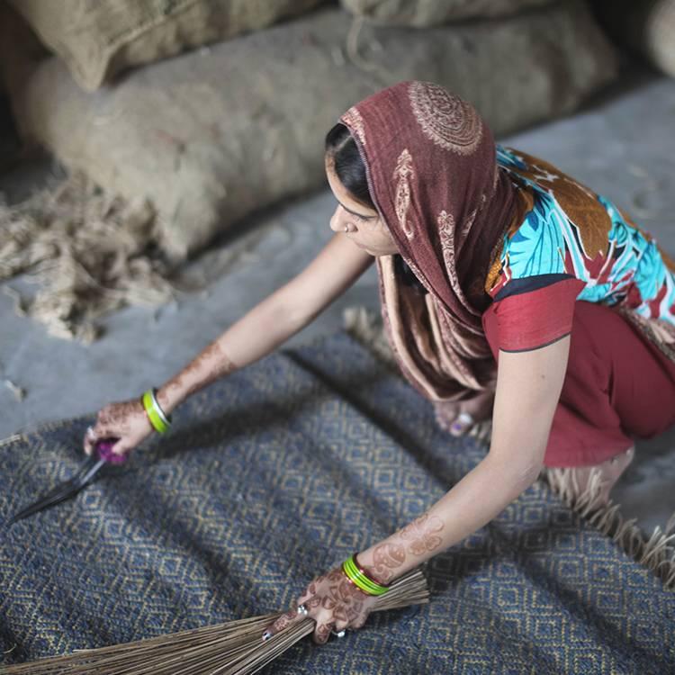 Weaving on Handlooms_5_750x750.jpg