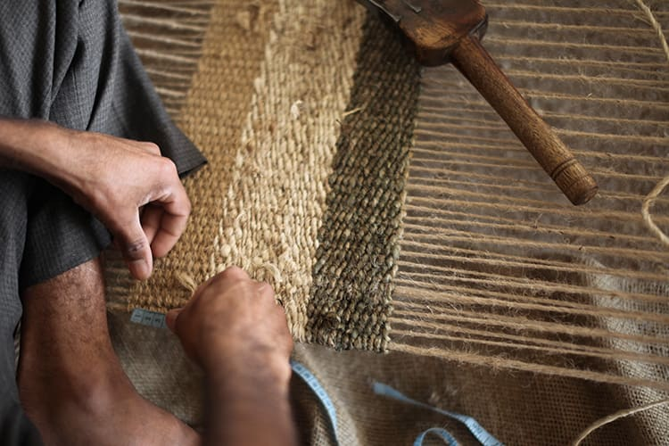 Weaving on handlooms_750x500.jpg