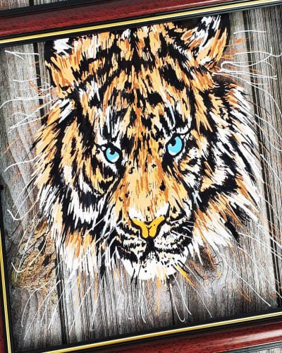Draw a Tiger on Glass Using Chalk Markers